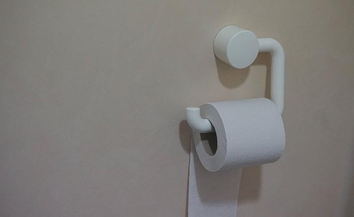 Hang die toiletrol toch eensgoed!