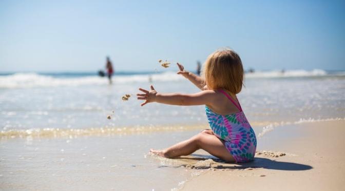Voor het eerst een dagje naar het strand met dreumes: door mama-Ri