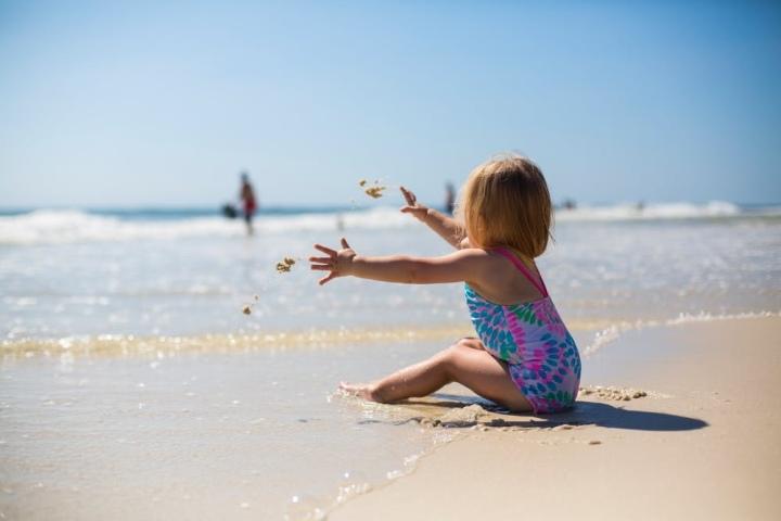Voor het eerst een dagje naar het strand met dreumes: doormama-Ri