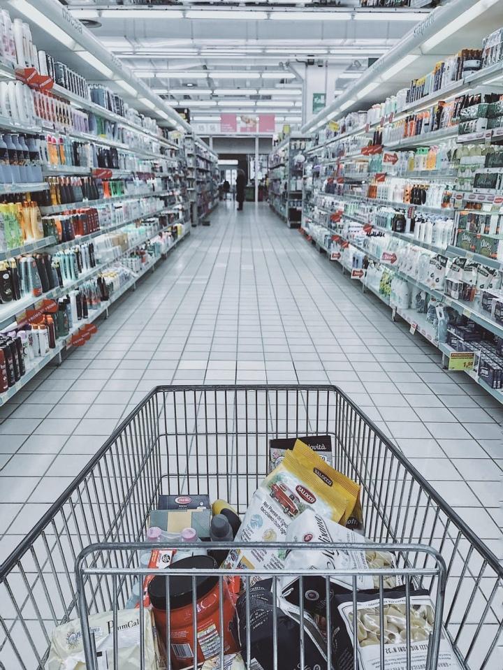 Bescherm winkelpersoneel: houdafstand!